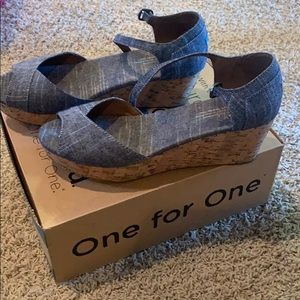 toms chambray wedges